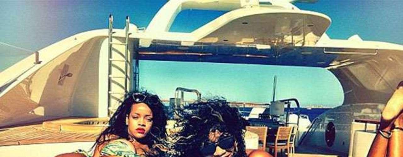 A bordo de la embarcación, la estrella disfrutó de un rato fuera de los escenarios.