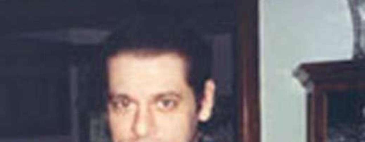 Spiro Edward Germenis es buscado por una supuesta orquestación para cometer un millonario fraude en el 2007. Se cree que lleva una vida cara. En el 2007 recibió una orden de arresto federal en Brooklyn, Nueva York. El FBI ofrece una recompensa de $20 mil dólares por su captura.