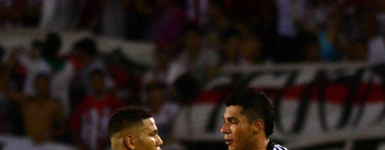 Jhersson Córdoba y Jefferson Duque celebran tras el segundo gol conseguido en Barranquilla