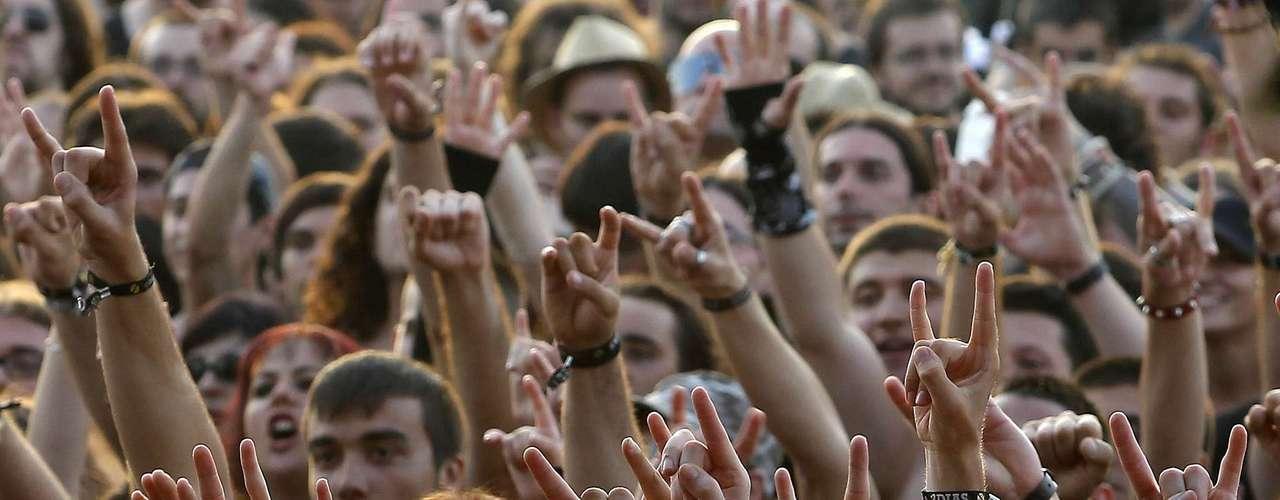 18:05 - Comienzan los conciertos del último día de Costa de Fuego.
