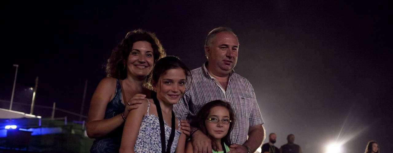 Familia Ferrer: Viviendo en Benicàssim tienen más fácil pasar un verano entre festivales. Yolanda y Antonio han visitado FIB y Costa de Fuego junto a sus hijas Empar y Neus.
