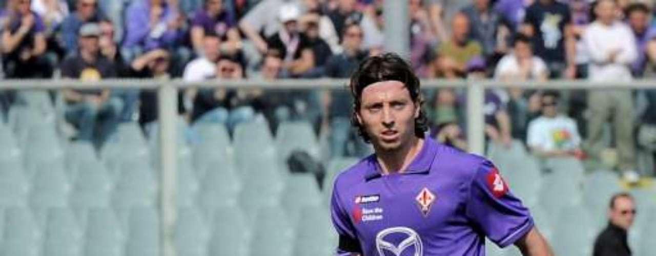 Riccardo Montolivo es una de las grandes promesas italianas; deja a la Fiorentina para vestir la playera del Milan.