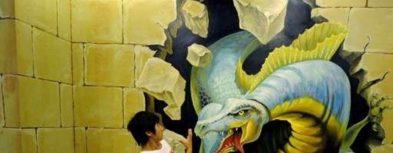 Las pinturas poseen un efecto que provoca al observador la percepción de estar viendo algo en tres dimensiones con lo que le permite interactuar a pesar de tratarse de una imagen en dos dimensiones.