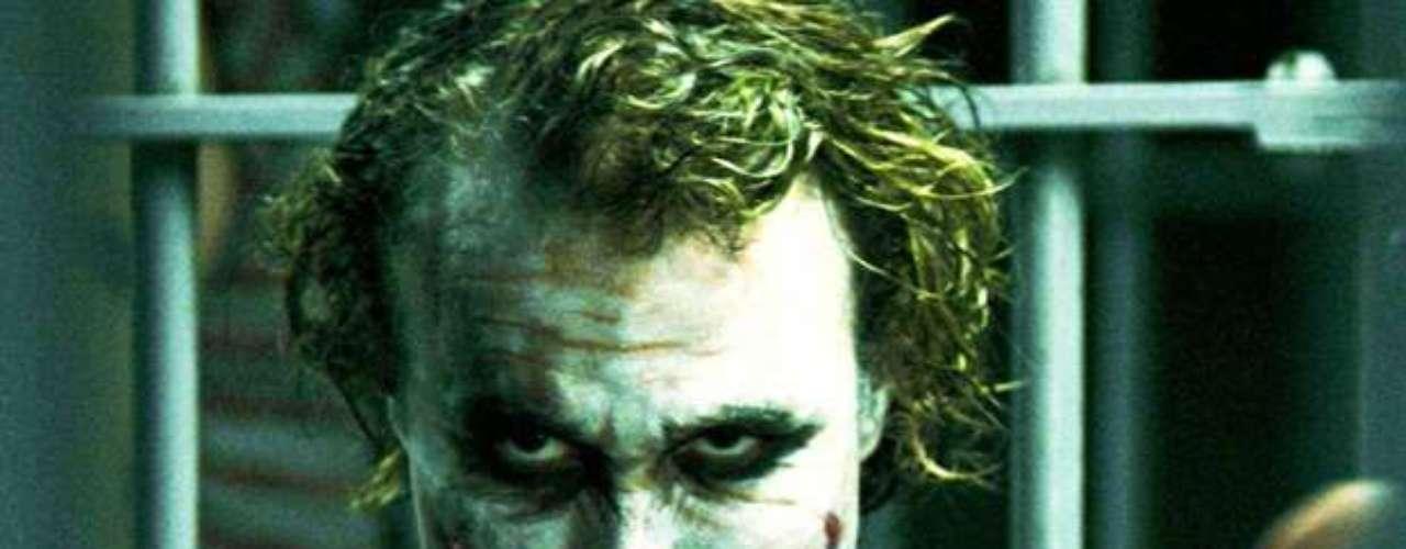 The Dark Knight: El presunto asesino James Holmes cita a la segunda película de Batman como inspiración para sus horripilantes crímenes.  James Holmes, autor de la masacre, habría comprado una entrada para el estreno de la película \