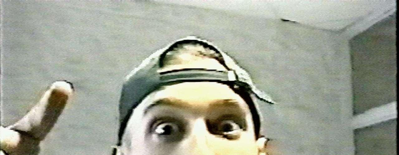 ESTADOS UNIDOS - 20 de abril de 1999 - Dos adolescentes fuertemente armados (Eric Harris en la foto- y Dylan Klebold) ingresaron arrasando con todo en la Escuela Secundaria Columbine en Littleton, Denver, matando a tiros a 13 estudiantes y al personal antes de suicidarse.
