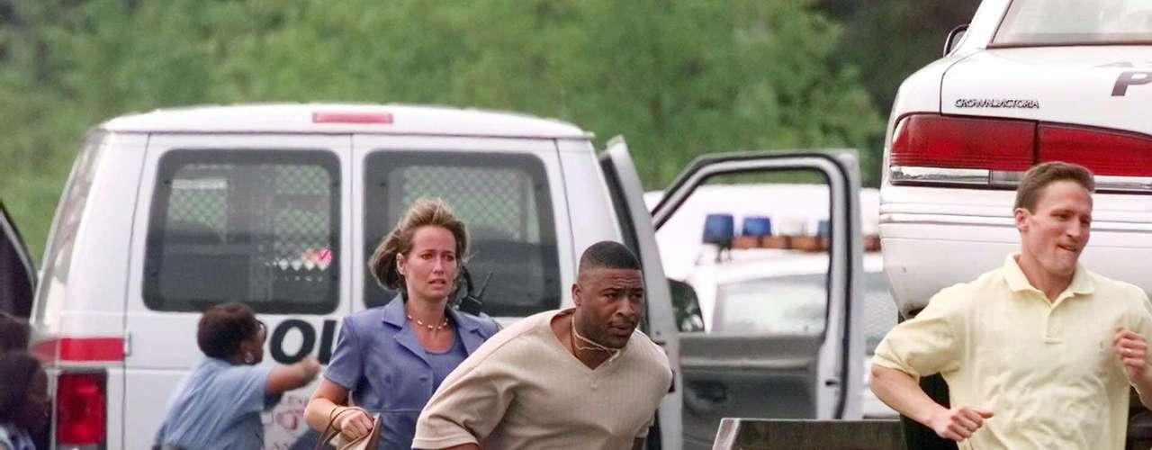 ESTADOS UNIDOS - 29 de julio de 1999 - Un hombre armado mató a nueve personas en dos corredurías en Atlanta, tras aparentemente asesinar a su esposa y dos hijos. Cinco horas después se suicidó.