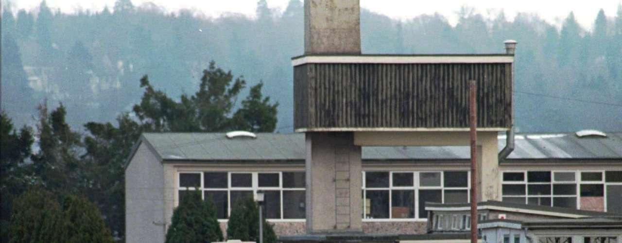 GRAN BRETAÑA - 13 de marzo de 1996 - Thomas Hamilton irrumpe armado en una escuela primaria del poblado escocés de Dunblane y dispara, causando la muerte de 16 niños y de su profesor antes de suicidarse.