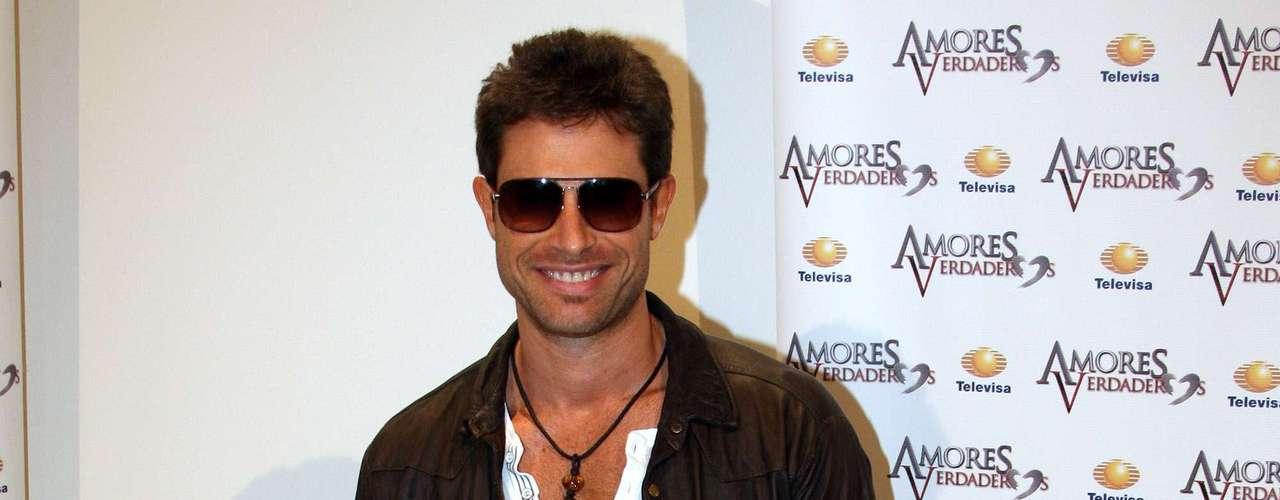 Sebastian Rulli cut his hair for his new telenovela role on 'Amores Verdaderos.'