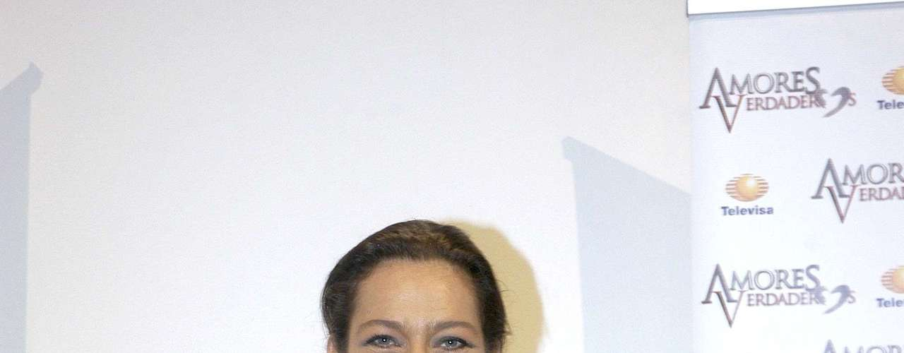 Diana Golden is part of the 'Amores Verdaderos' cast.