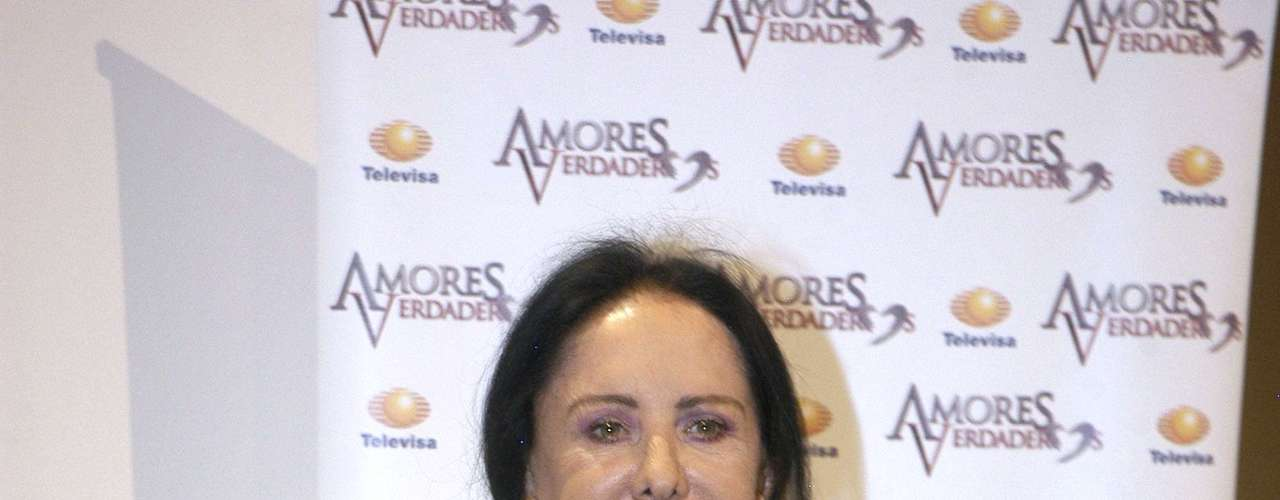 Lilia Aragon is part of the 'Amores Verdaderos' cast.