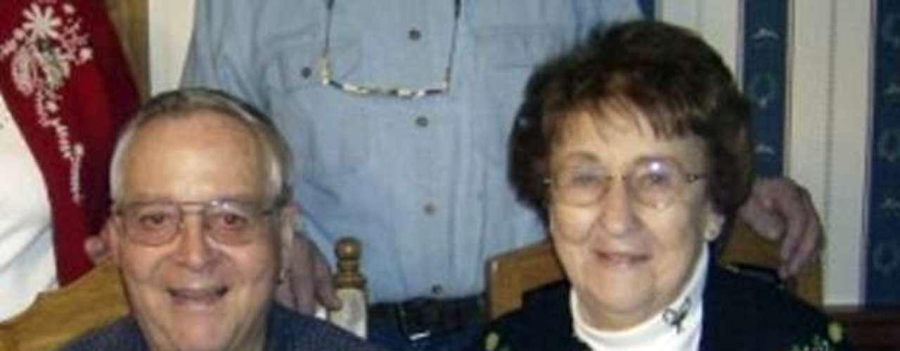 En abril de este año, una anciana de 80 años identificada como Helen Collins (foto) logró aterrizar la avioneta en la que viajaba, tras la muerte del piloto, en Wisconsin. La heroica mujer realizó tres intentos antes de descender con éxito.