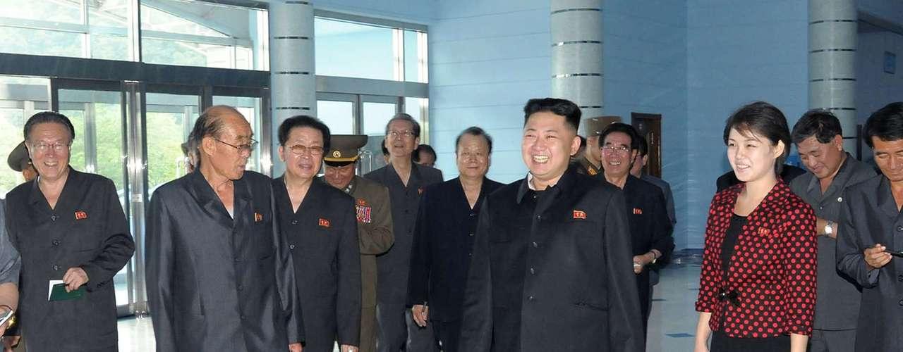 La joven, veinteañera, había aparecido por primera vez al lado de Kim Jong-un el 5 de julio durante un concierto y el 8 de julio en una visita al mausoleo de su abuelo Kim Il-sung.