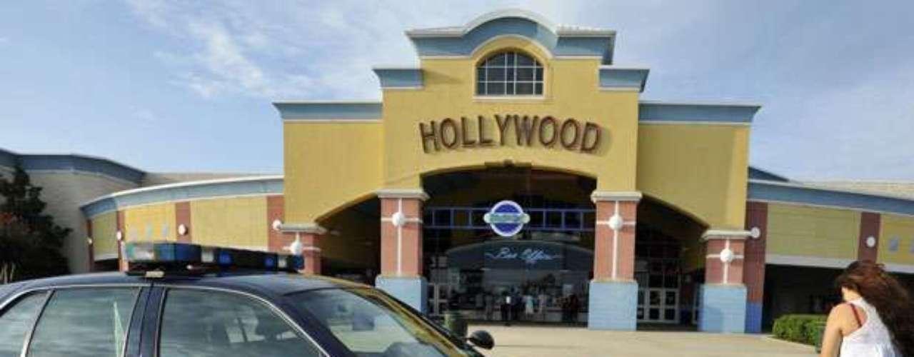 Ante el caso más reciente en un cine de Aurora, Colorado, en la que el joven James Holmes disparó a diestra y siniestra al público que disfrutaba de la premiere de Batman, decenas de policías se emplazaron en los cines de Nueva York para evitar otro lamentable incidente a tiros.