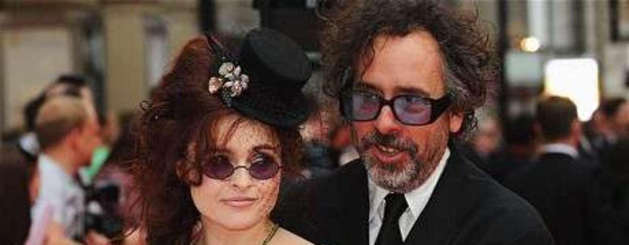 Tim Burton y Helena Bonham Carter: Una excéntrica pero estable pareja es la que conforman estas dos estrellas de Hollwywood luego de conocerse durante el rodaje de 'El Planeta de los Simios', en el 2001. La pareja aún no se ha casado  y tienen dos hijos llamados Billy y Nell.