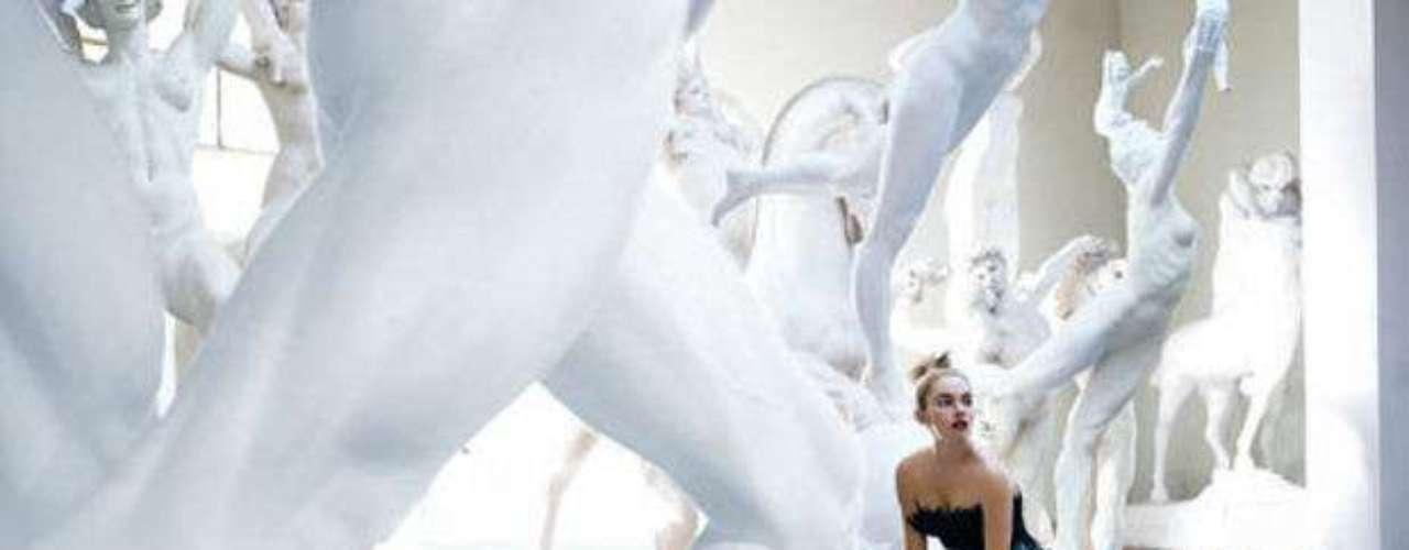 Siena Miller en una de las fotografías exhibidas en \