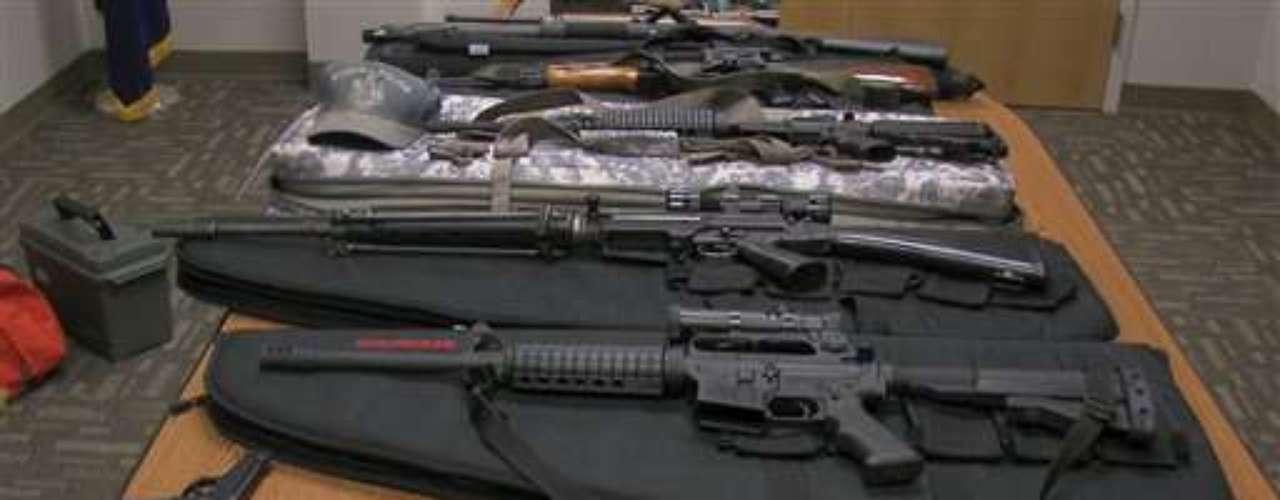 La operación 'Rápido y Furioso' de Estados Unidos merece su mención. La idea fue vender 3 mil rifles de asalto a los cárteles del narcotráfico, con el objetivo de luego 'rastrearlos'. Pero la venta se descontroló, se perdió el rastro de cada una de las armas vendidas, explotó el escándalo y el gobierno de México dijo haber decomisado 140 mil armas, cerca de 14 millones de municiones y 11 mil granadas.