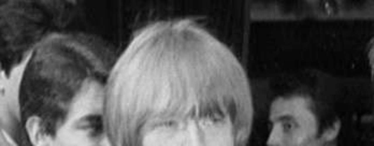 En la larga lista de los amantes de Mick Jagger figura Brian Jones, un integrante de Los Rolling Stones.
