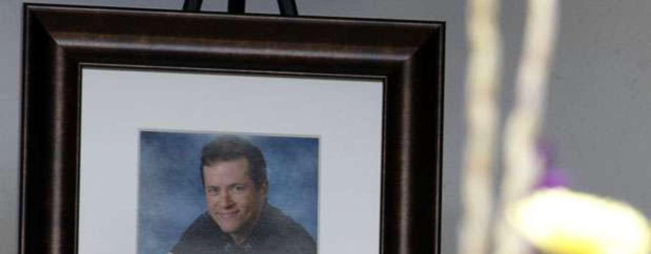 El miércoles se realizó el primer funeral de una de las 12 personas asesinadas. Alrededor de 150 dolientes, entre ellos el gobernador de Colorado John Hickenlooper, se reunieron para darle el último adiós a Gordon Cowden, de 51 años.