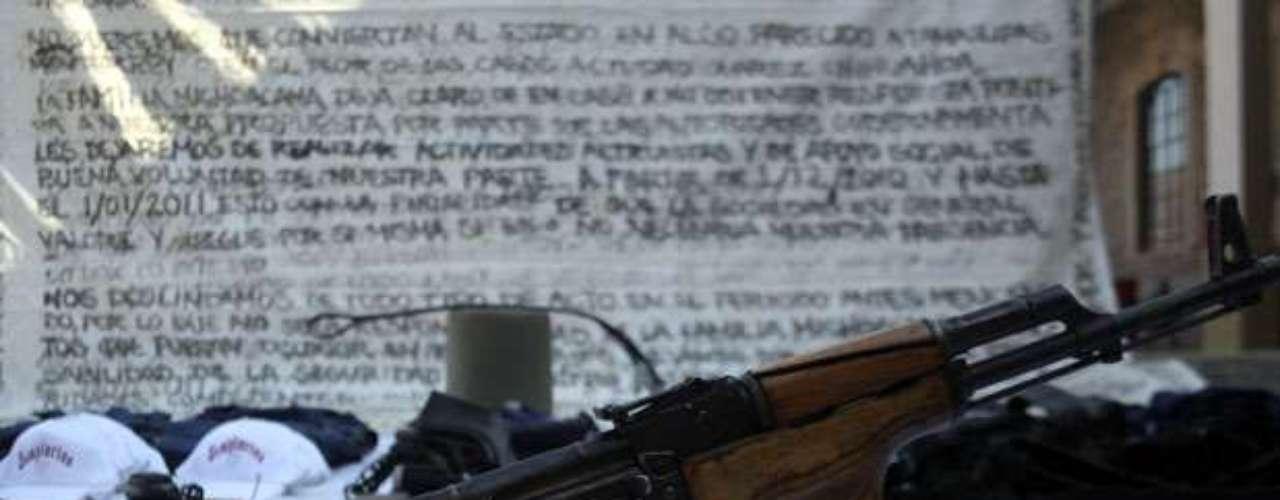 Los Caballeros Templarios son una banda criminal mexicana surgida en el estado de Michoacán, que apareció públicamente en marzo de 2011. Originalmente esta banda sustituiría al grupo delictivo 'La Familia Michoacana', pero al poco tiempo se dio a conocer que era una escisión de dicho grupo. ¿Qué hay detrás de este cartel de la droga? Su creador Nazario Moreno, ¿un Santo? Conoce más de este singular grupo criminal: