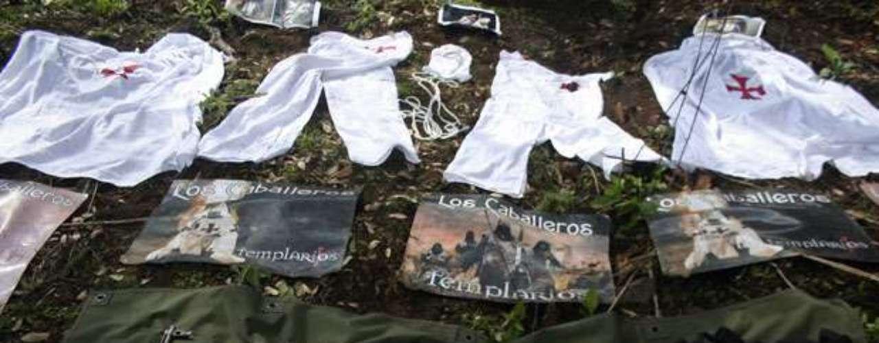 Pero en recientes operativos en el estado occidental de Michoacán, los militares han encontrado altares con pequeñas estatuas de Moreno, vistiendo una dorada armadura medieval y portando una espada. \