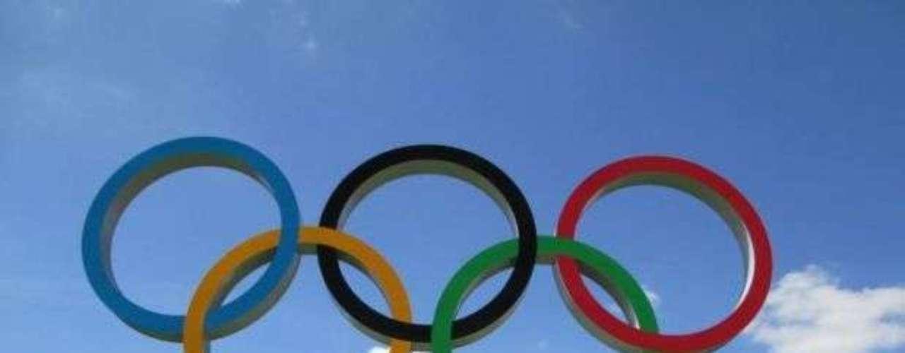 'El nadador ADO Sebastián Jahnsen ya se encuentra en la Villa Olímpica de Londres 2012. NO FALTA NADA PARA VER A NUESTROS MUCHACHOS EN ACCIÓN!!' (Facebook Patronato ADO Perú)