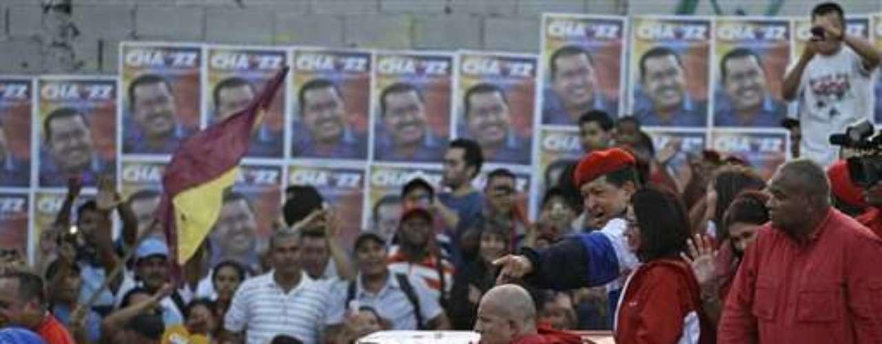 El candidato presidencial opositor Henrique Capriles, que desarrolla una intensa campaña con visitas y mitines diarios en ciudades y pueblos del interior, el sábado tomará juramento a los Testigos Principales y Suplementes que cuidarán los sufragios opositores en la totalidad de las mesas electorales que se instalarán para los comicios presidenciales del 7 de octubre.