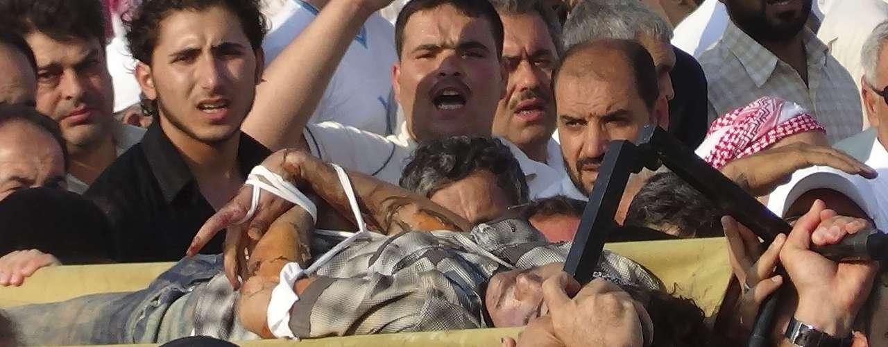 El Observatorio Sirio por los Derechos Humanos, con sede en Londres, dijo que se está librando una intensa lucha en esos vecindarios. El grupo mencionó su red de informadores en Alepo.