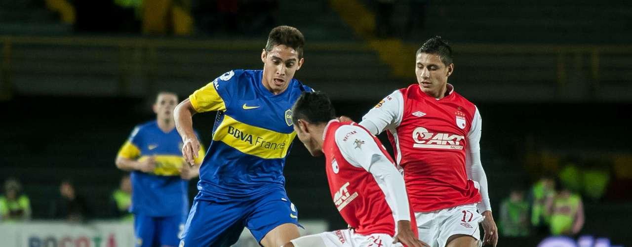 Hugo Acosta (c) y Juan Daniel Roa (d), los dos jugadores bogotanos de Independiente Santa Fe, baluartes importantes del rojo en la temporada pasada para la consecución de la Liga Postobón I.