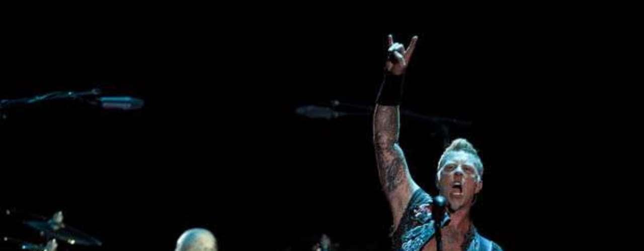 El líder de Metallica, había advertdio sobre la peligrosa maniobra horas antes de iniciar su gira en México.