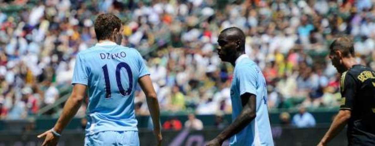 En un amistoso contra el LA Galaxy, intentó un gol de lujo dentró del área en lugar de pasar el balón; Edin Dzeko le reclamó con todo y Mancini lo sustituyó inmediatamente.