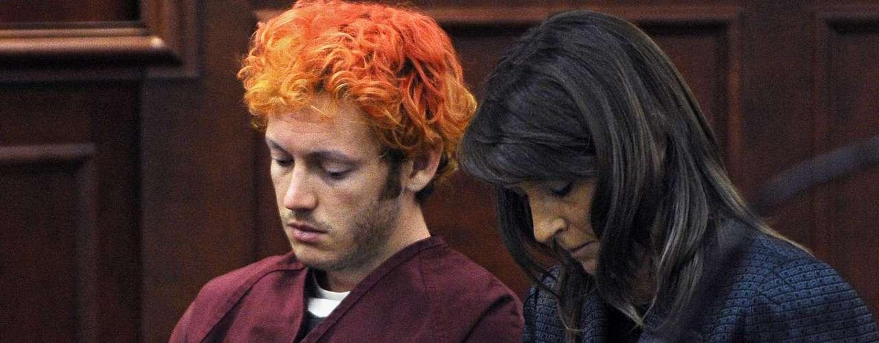 Según expertos, el hecho de que enfrente 24 cargos de homicidio por matar a 12 personas no cambia el castigo. Mientras, su abogado está tratando de posponer la próxima audiencia para noviembre.