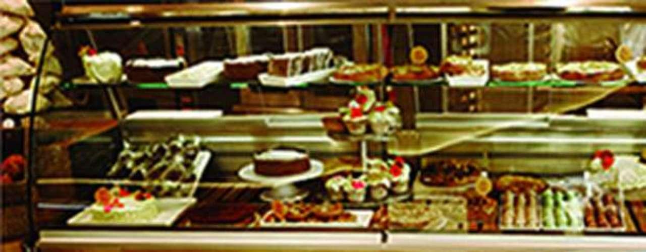 DUMAS GOURMET. Especialidad: quesos, aceites, pastas frescas y enlatados. Indispensables: los chocolatines, que se hornean diariamente en el local. Tip: charcutería europea y quesos artesanales, nacionales e importados, pueden encontrarse todo el año. Dónde encontrarlo: Alejandro Dumas 125, Polanco, 5280-1925.