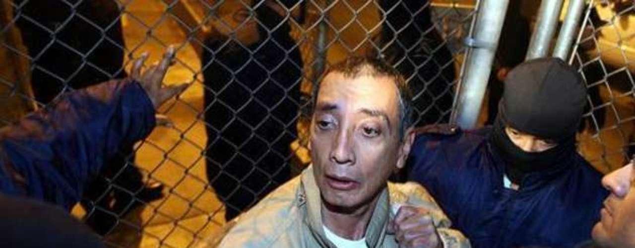 Mario Villanueva es un ex político Partido Revolucionario Institucional. Entre 1993 y 1999 fue gobernador del estado de Quintana Roo. Acusado de narcotráfico al finalizar su sexenio, permaneció prófugo de la justicia hasta ser capturado posteriormente en Cancún y encarcelado en el Penal de Alta Seguridad de El Altiplano. En el 2010 fue extraditado a Estados Unidos, siendo entregado a las autoridades de ese país para ser juzgado por delitos contra la salud y asociación delictuosa en la Corte Federal del Distrito Sur de Nueva York.