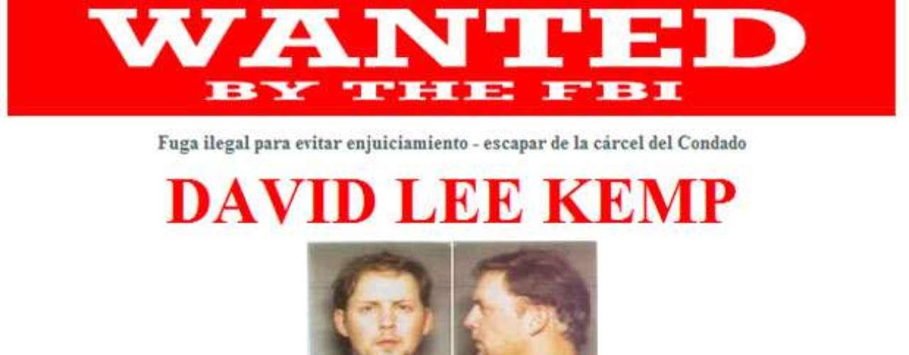 David Lee Kemp escapó junto con ocho otros reclusos de la Cárcel del Condado de Comanche en Lawton, Oklahoma, el 11 de marzo de 1999. Se cree que tiene nexos en Las Vegas, Nevada, Baton Rouge, Louisiana, Phoenix, Arizona, y en la zona suroeste de Oklahoma y Texas.