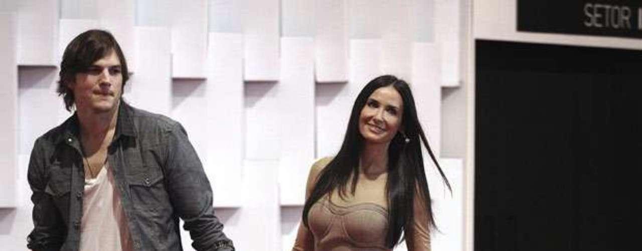 Demi Moore y Ashton Kutcher conformaron una de las parejas más perseguidas por los paparazzi y más estables de Hollywood a pesar de su diferencia de edad. Sin embargo, la relación llegó  a su fin y la misma actriz admitió en público que a pesar de varios intentos de arreglar las cosas, habían decidido acabar con el matrimonio.
