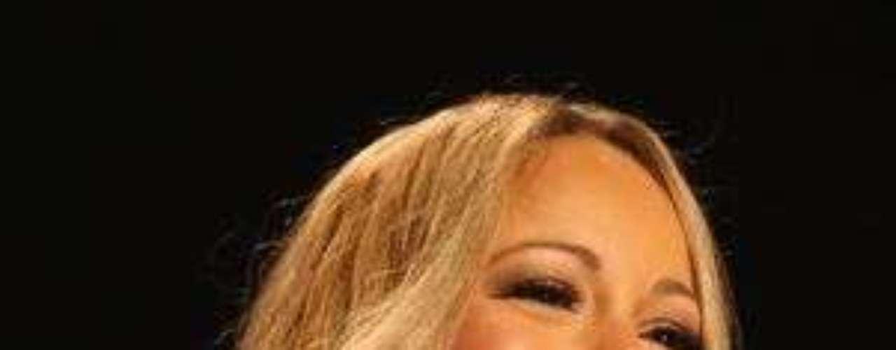 Simon Cowell critica contratación de Carey en American Idol:  El polémico productor musical Simon Cowell, que preside la mesa de jurados de Factor X, dio su opinión sobre la flamante contratación de Mariah Carey como jueza de American Idol en reemplazo de Jennifer López . \