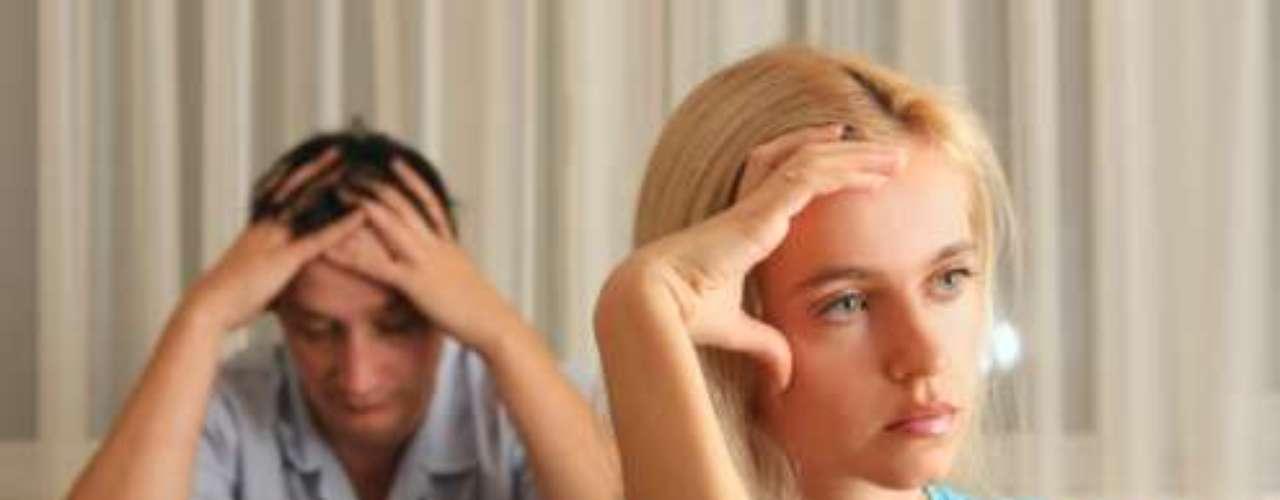 6. Envidias el éxito del otro. Las envidias en una relación son algo completamente negativo. No es correcto que pases tiempo comparándote con alguien a quien deberías respetar y admirar.