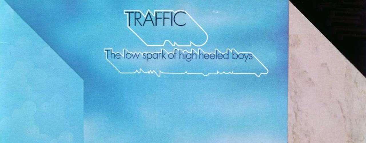 3.- Traffic: The Low Spark Of High Heeled Boys (1971). La banda de Birmingham, Inglaterra, liderada por Steve Winwood y Jim Capaldi, usó en esta carátula una de las más sencillas y eficaces ilusiones ópticas de todos los tiempos. ¿De qué lado está la parte frontal del cubo? Mientras averiguas la respuesta puedes disfrutar de uno de los discos más exitosos del conjunto.