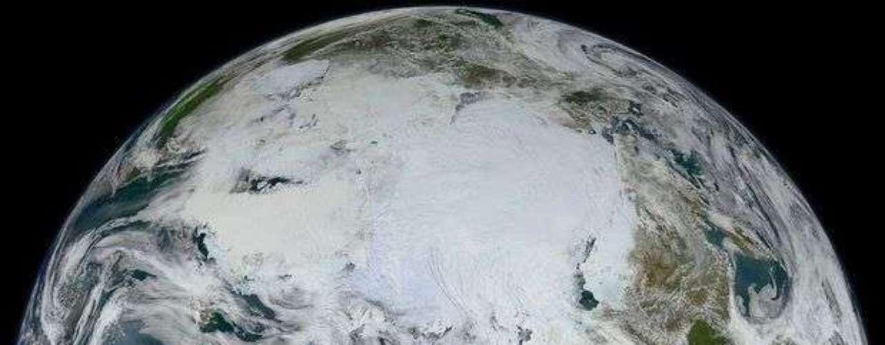 La Nasa divulgó la imagen de la Tierra en que se aprecia el océano Ártico y parte de Europa y Asia. La foto fue hecha por el satélite S-NNP