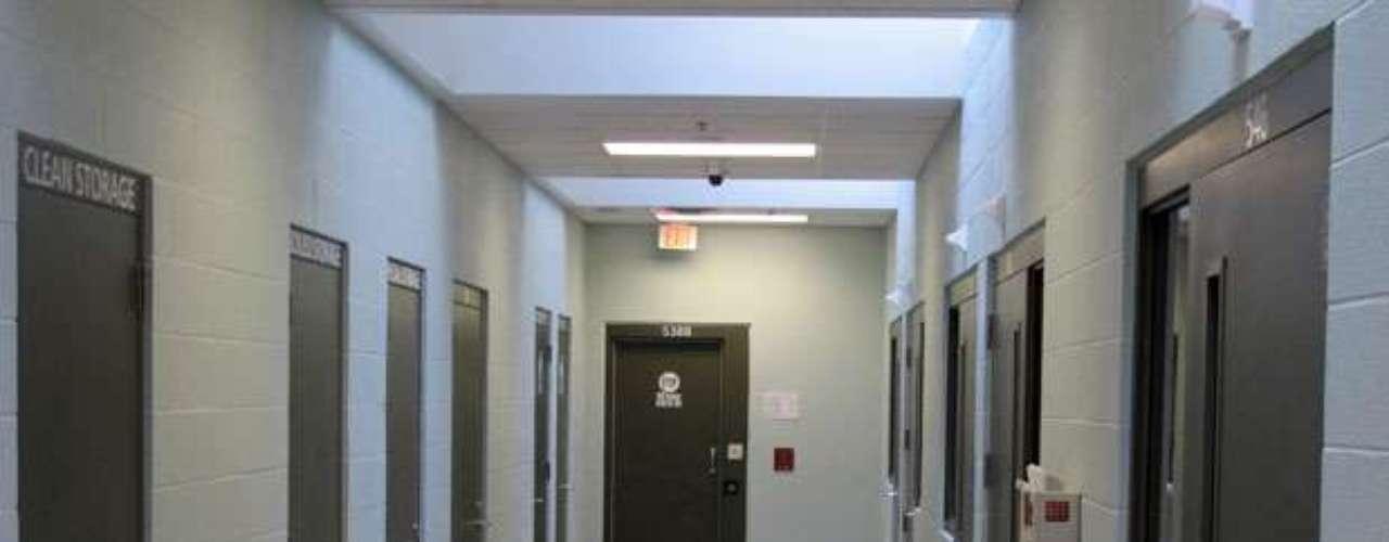 CCA y GEO, que administran la mayoría de prisiones privadas, insistieron que no influyen en los legisladores para ganar más. \