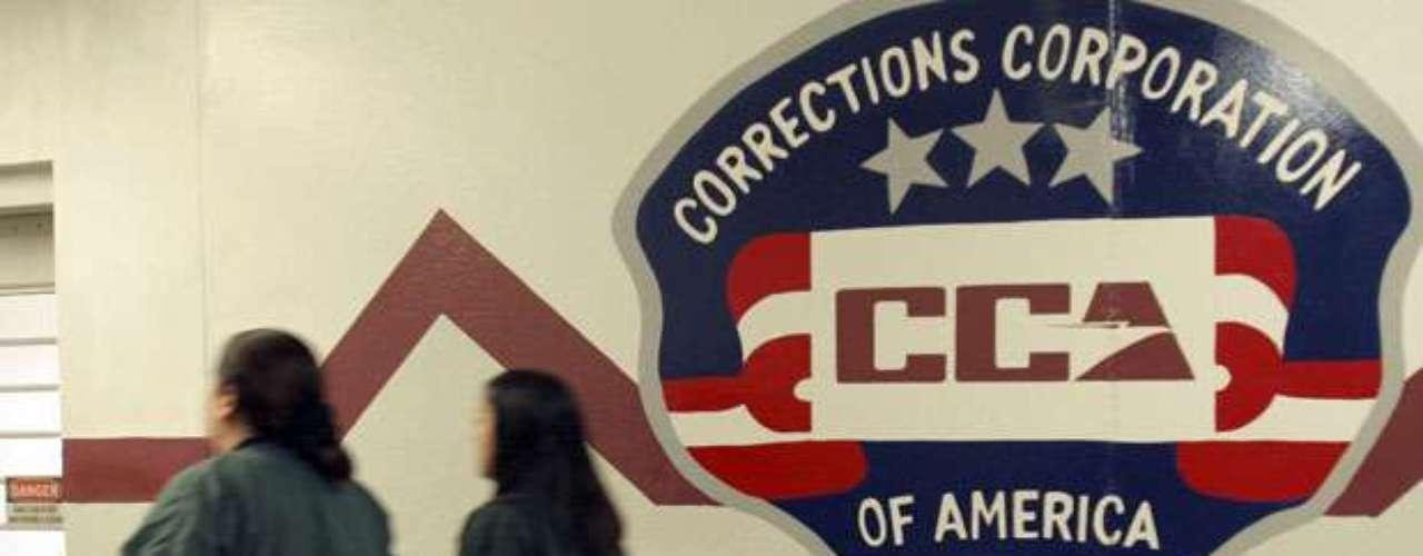 Tras una década de expansión, el sistema privado que regenta centros de detención va desde un suburbio de Denver a la zona industrial adyacente al aeropuerto de Newark. El sistema es en su mayoría controlado solamente por tres empresas.