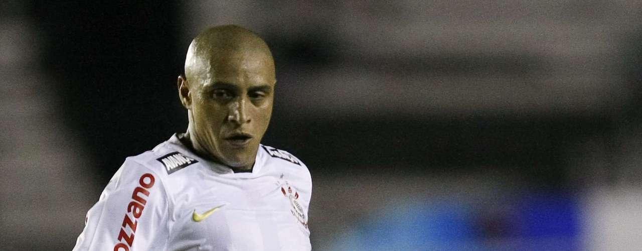 Roberto Carlos con Corinthians jugó 57 partidos y metió cuatro goles.