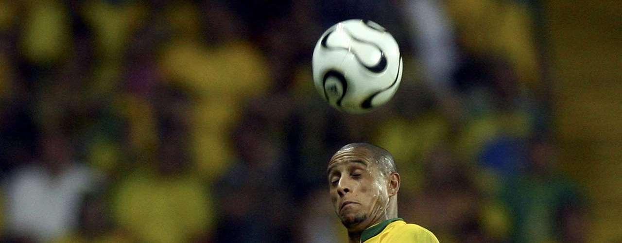 Roberto Carlos no pudo refrendar el título con Brasil y fueron eliminados por Francia en cuartos de final. Fue culpado de la derrota ya que según, no marcó bien a Thierry Henry que hizo el gol de los franceses.