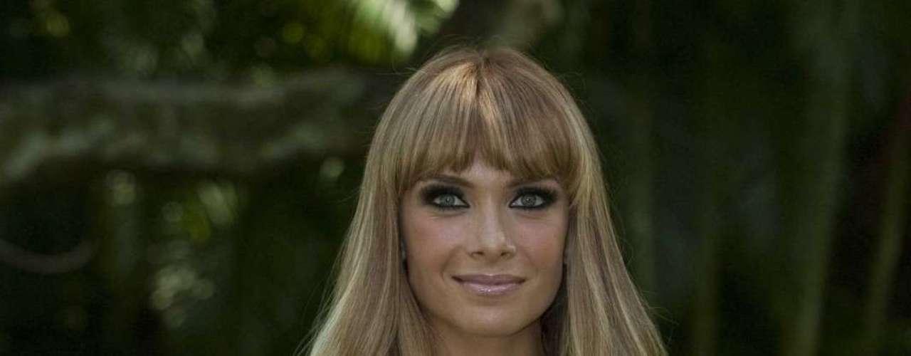 María de la Fuente cambió su look de trigueña a rubia para  su personaje en 'Los Rey'.