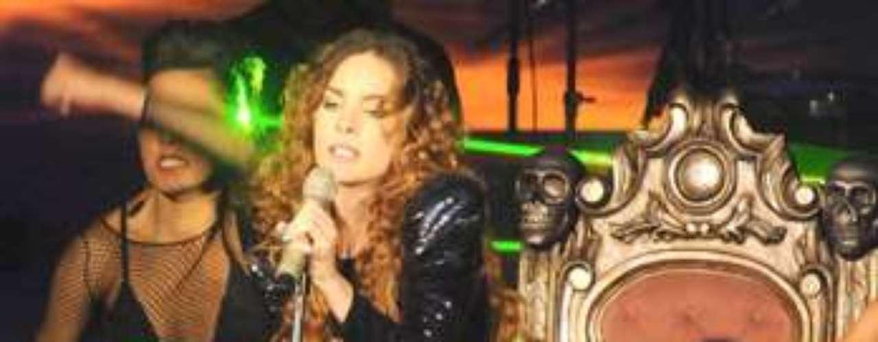 La cantante mexicana es sinónimo de constancia, pues arrancó su carrera desde muy chica. Como toda una mujer sensual, es una referencia obligada en el género. Tiene tres discos bajo la manga, 'Belinda', 'Utopía' 'Carpe Diem', y uno próximo por salir 'Catarsis', con el que se plantea conquistar los primeros lugares de popularidad.
