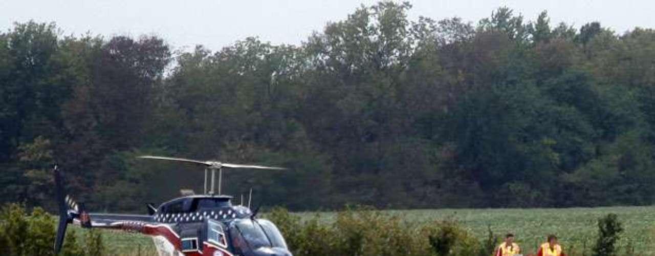Al menos cuatro personas necesitaron ser trasladadas a hospitales en helicóptero y unas 20 fueron trasladadas en ambulancia a hospitales cercanos.