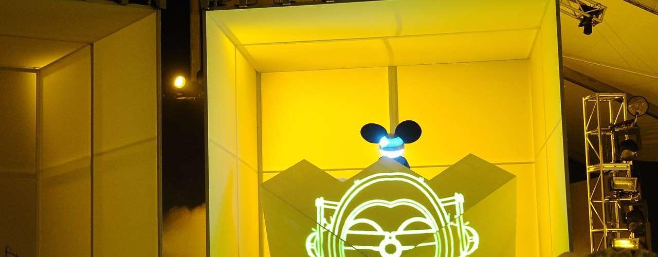 El carismático Deadmau5 se plantó en la sexta posición con $11.5 millones de dólares al año.