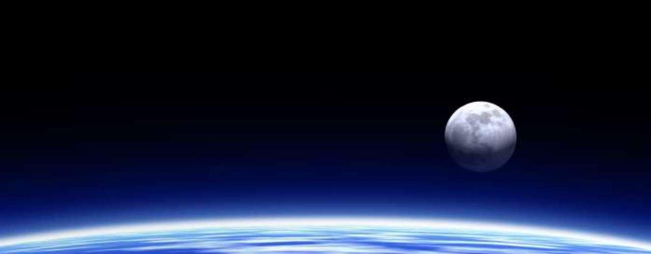 Una teoría dice que la luna llena azul nació en 1883 luego de la erupción del volcán Krakatoa, que dejó una densa nube de cenizas en la atmósfera.