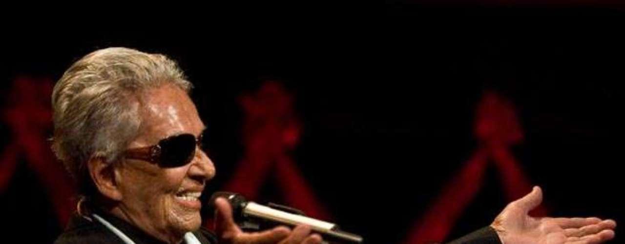 Su voz también ocupó un lugar importante en el ámbito cinematográfico. En 1991 el director alemán Werner Herzog incluó una de sus canciones en la cinta 'Grito de Piedra'. Pedro Almodóvar también la sumó a la banda sonora de la película 'Tacone Lejanos' y el mexicano Alejandro González Iñárritu la invitó a participar en 'Babel' con el bolero 'Tú me Acostumbraste' de Frank Rodríguez.