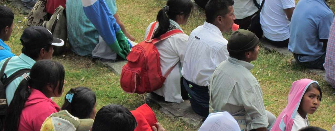 Cientos de indígenas marcharon desde varios municipios del Cauca hasta Popayán para demostrar su apoyo al gobierno y a sus instituciones. Los participantes, en su mayoría paeces y guambianos, se dieron cita en el Puente del Humilladero, en la capital cauacana,  y por medio de arengas y carteles pidieron la presencia del Ejército Nacional en todos los territorios del departamento. La movilización fue promovida por la Organización Pluricultural de los Pueblos Indígenas de Colombia, Opic.